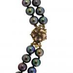 Κολιέ με μαύρα μαργαριτάρια και χρυσό κούμπωμα 18K - M317526