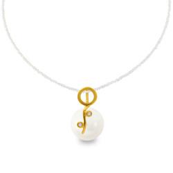 Χρυσό μενταγιόν με λευκό Shell Pearl και διαμάντια - M319971